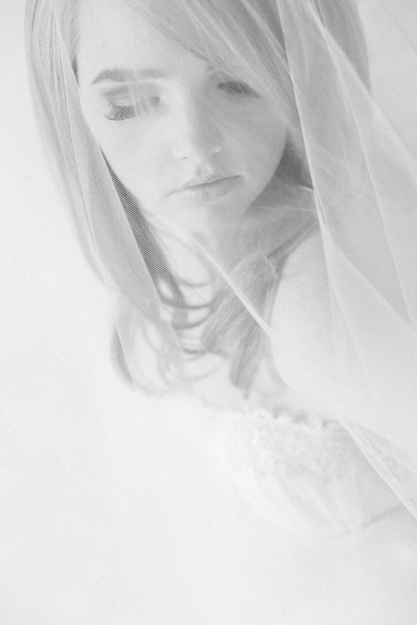 soft+sexy+boudoir+photo+shoto+sex+bride+bridal+portraits+portrait+groom+gift+retro+vintage+pink+mint+green+classy+classic+modest+redhead+veil+adorro+impressions+photography+11