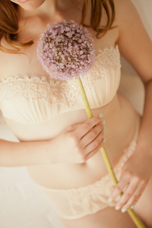 soft+sexy+boudoir+photo+shoto+sex+bride+bridal+portraits+portrait+groom+gift+retro+vintage+pink+mint+green+classy+classic+modest+redhead+veil+adorro+impressions+photography+3